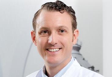 Brust-OP mit Implantaten - Kosten, Methoden, Vorteile & Risiken